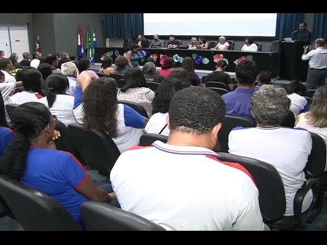 Esmal reúne estudantes e discute o combate à violência contra a mulher